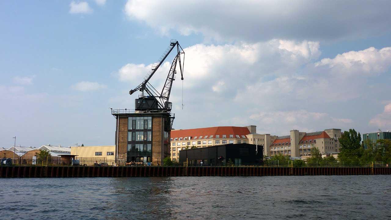 Wasserstadt Berlin erkunden mit Booten vom Bootshaus Rietz